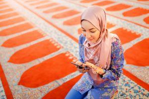Muslima in Moschee